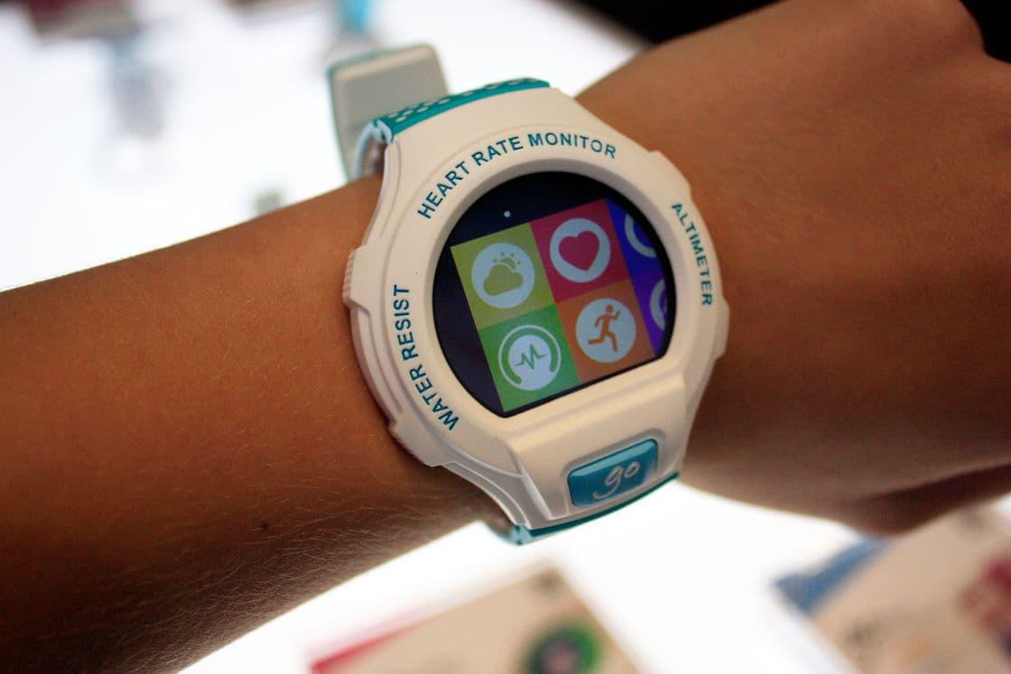 Умные часы alcatel onetouch watch go sm03 white-lime.